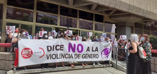 concentración contra la violencia de género en la sede de UGT en Madrid